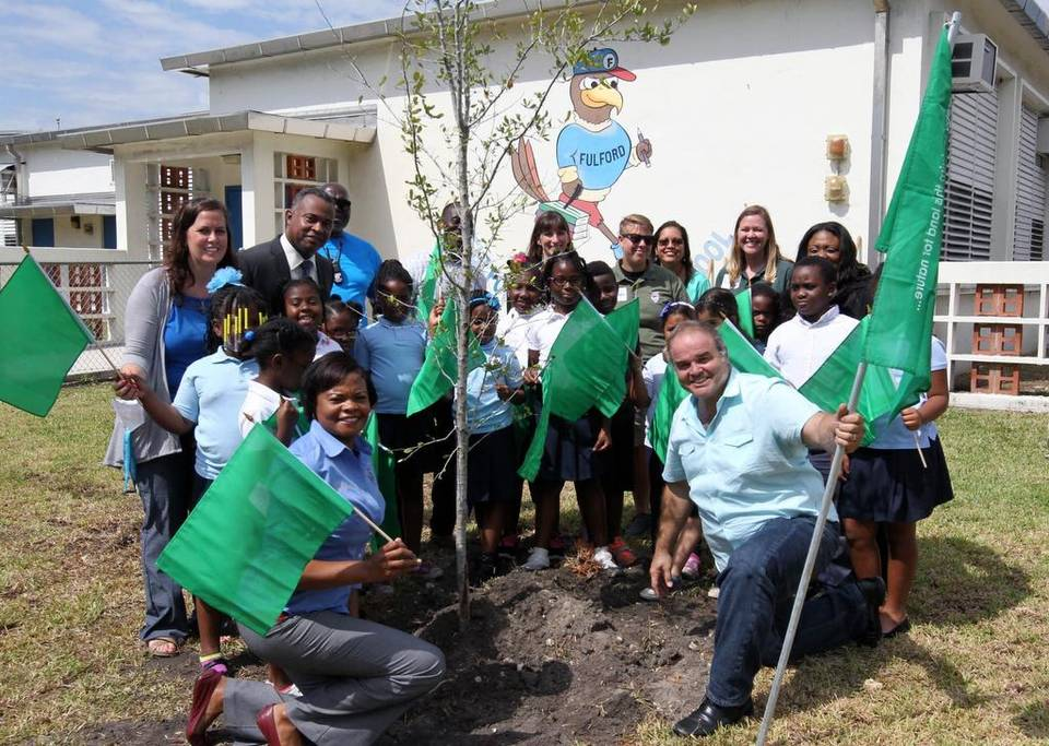 Jean E. Teal, Principal Fulford Elementary and artist Xavier Cortada, in front, have some fun at Earth Day ceremonies at Fulford Elementary School in North Miami Beach on Wednesday, April 22, 2015. ROBERTO KOLTUN EL NUEVO HERALD